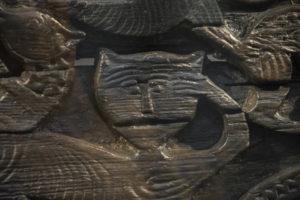 kissaa esittävä veneen kylkikoriste 800-luvulta